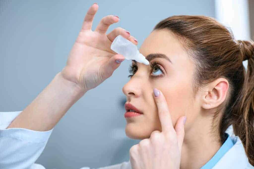 Behandlung-der-Hornhautentzuendung