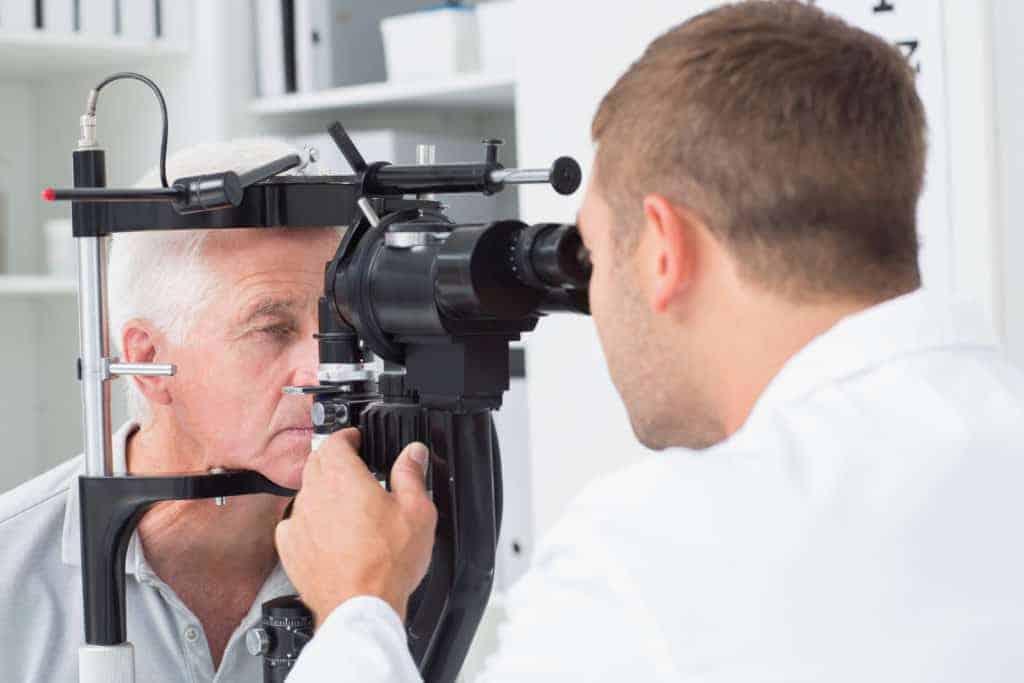 Untersuchung-bei-Glaskoerperblutung